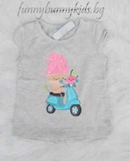 https://funnybunnykids.bg/wp-content/uploads/2018/05/тениска-за-момиче-сладолед-с-мотор-сали-сива-copy.jpg тениска за момиче сладолед с мотор сали сива copy