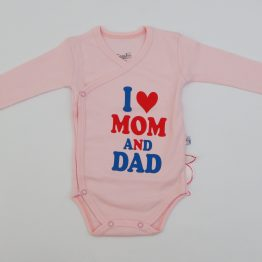 https://funnybunnykids.bg/wp-content/uploads/2018/09/боди-с-дълъг-ръкав-за-бебе-момиче-обичам-мама-и-татко.jpg боди с дълъг ръкав за бебе момиче обичам мама и татко