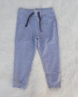 https://funnybunnykids.bg/wp-content/uploads/2018/09/панталон-спортен-анцуг-за-момче-светло-сив-цвят-есен.jpg панталон спортен анцуг за момче светло сив цвят есен