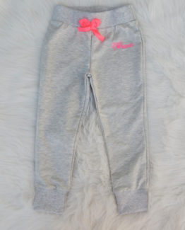 https://funnybunnykids.bg/wp-content/uploads/2018/09/спортен-панталон-момиче-сиво-с-ярко-розово-анцуг-долнище-момиче.jpg спортен панталон момиче сиво с ярко розово анцуг долнище момиче