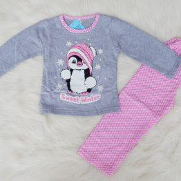 зимна ватирана детска пижама за дете момиче със зимна апликация на пингвинче https://funnybunnykids.bg/wp-content/uploads/2018/10/зимна-ватирана-детска-пижама-за-дете-момиче-със-зимна-апликация-на-пингвинче.jpg зимна ватирана детска пижама за дете момиче със