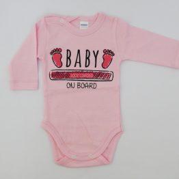 https://funnybunnykids.bg/wp-content/uploads/2019/11/розово-бебешко-боди-с-дълъг-ръкав-за-бебе-момче-с-надпис-baby-on-bord.jp розово бебешко боди с дълъг ръкав за бебе момче с надпис baby on bord